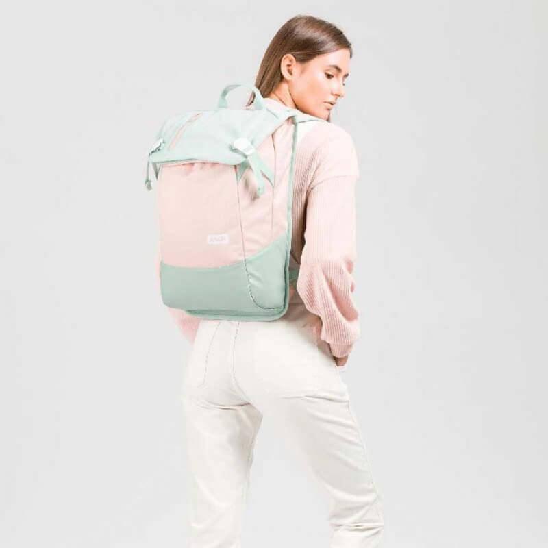 Aevor Rucksack Daypack Bichrome Bloom mit Model