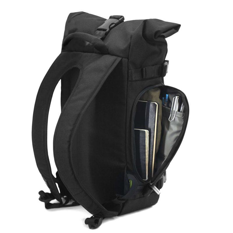 Nachhaltiger Rucksack hinten und offen