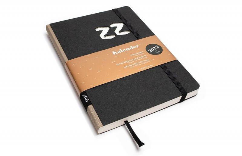 Tyyp Kalender 2022 Design in schwarz weiß