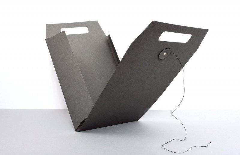 Tyyp- Mappe in schwarz geöffnet