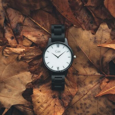Cari Holz Uhr Athen in der Natur