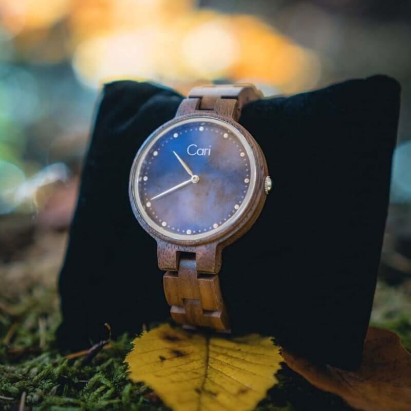 Cari Uhr Kapstadt auf einem Kissen