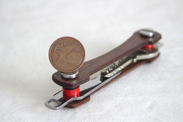Keycabin - Schlüsselbund Farbe Nussbaum mit Münze