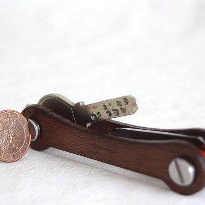 Keycabin Model-I Farbe Nussbaum mit Münze