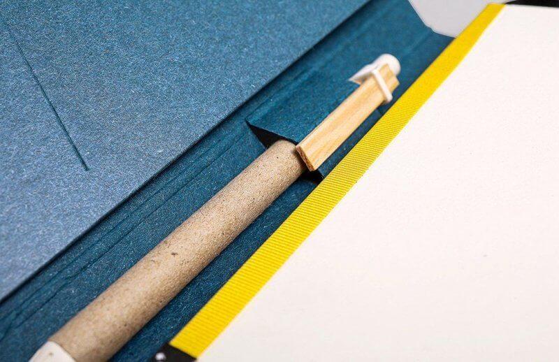 Tyyp Kalender in blau mit Fach