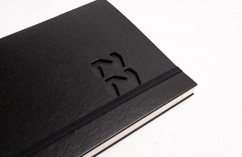 Tyyp Kalender in schwarz